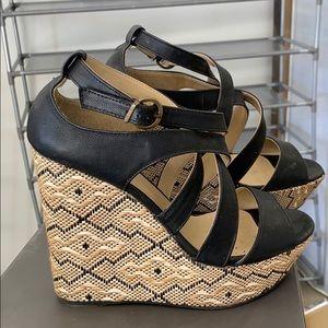 Wedge heels black with a geometric design
